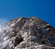 25matterhorn-fixed-ropes-over the-shoulder